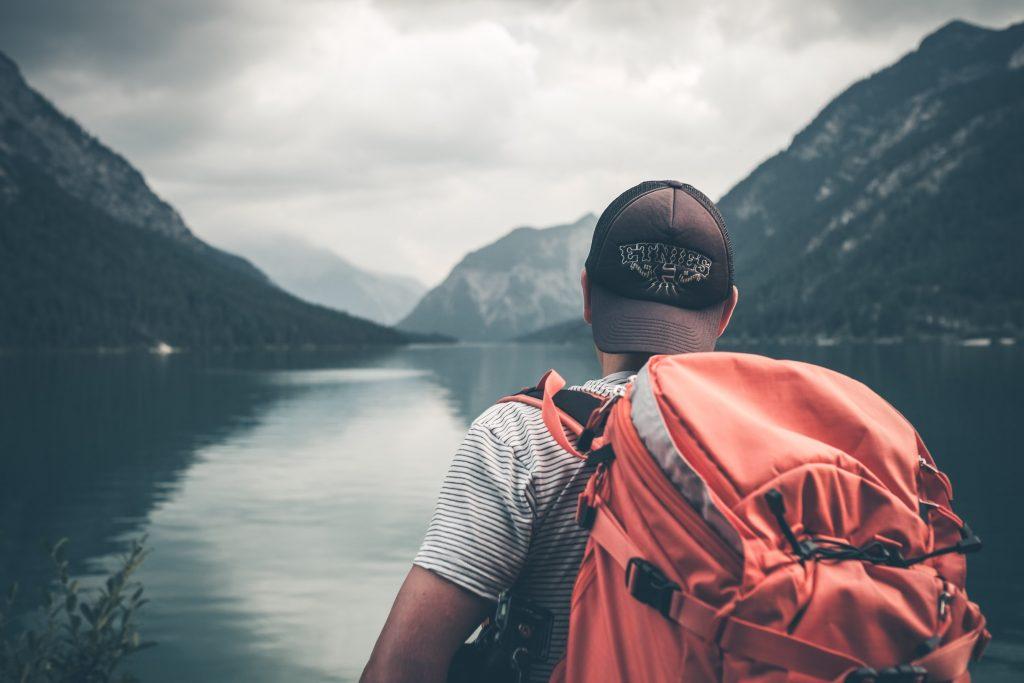 Niềm vui của những người trẻ đam mê du lịch tự túc
