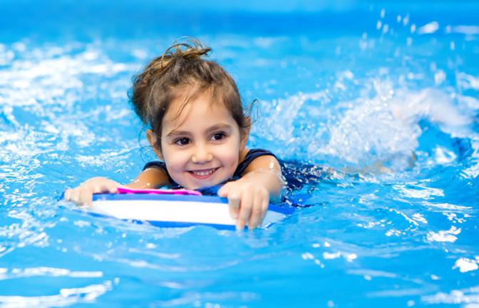 Bơi lội liệu có cần khởi động